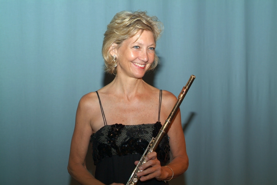 Donna half body shot with flute on long bio